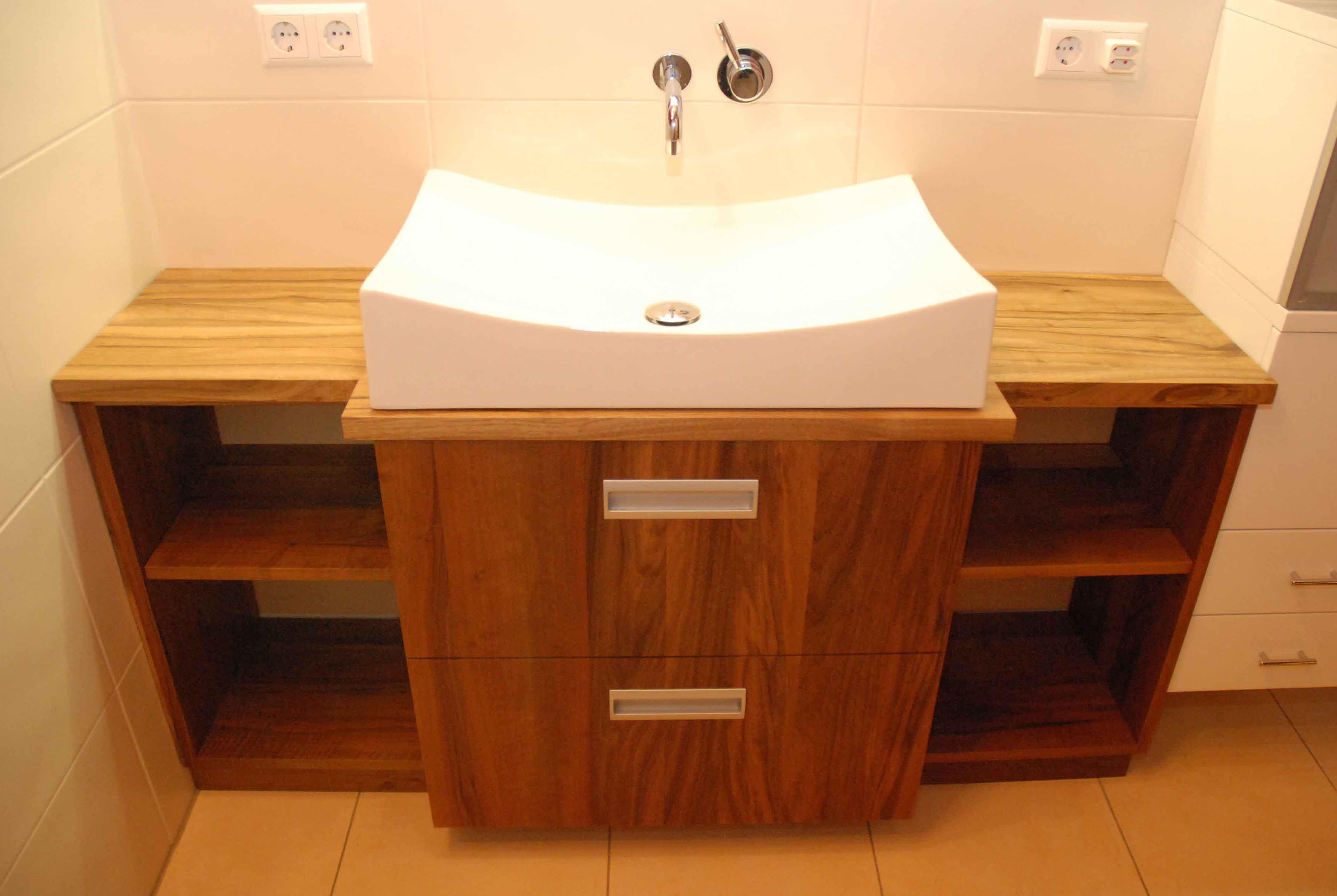 Badmöbel, Waschtisch, Spiegelschrank: Für jedes Bad nach Maß