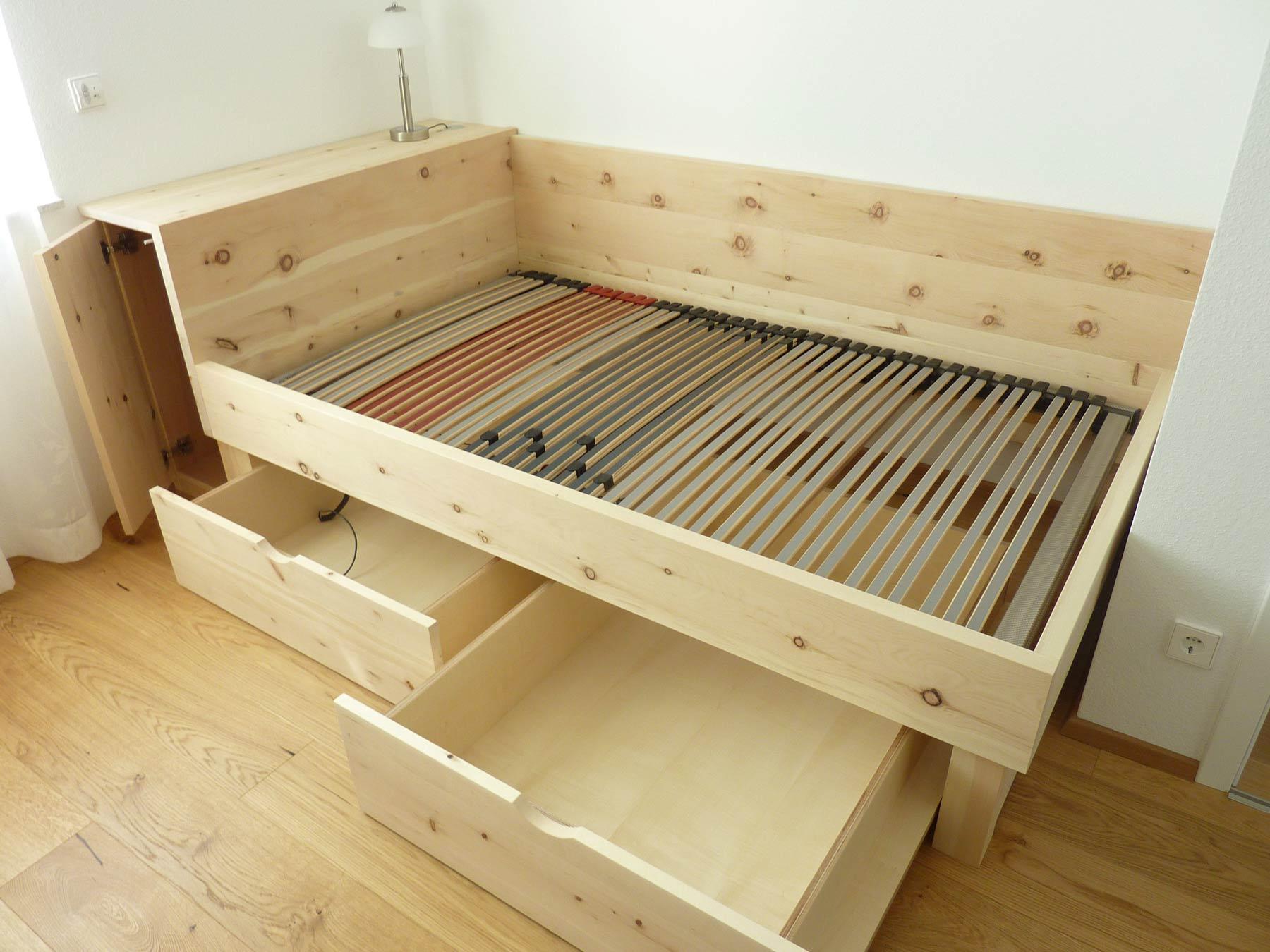 Bett mit 2 Schubkästen und Schrank