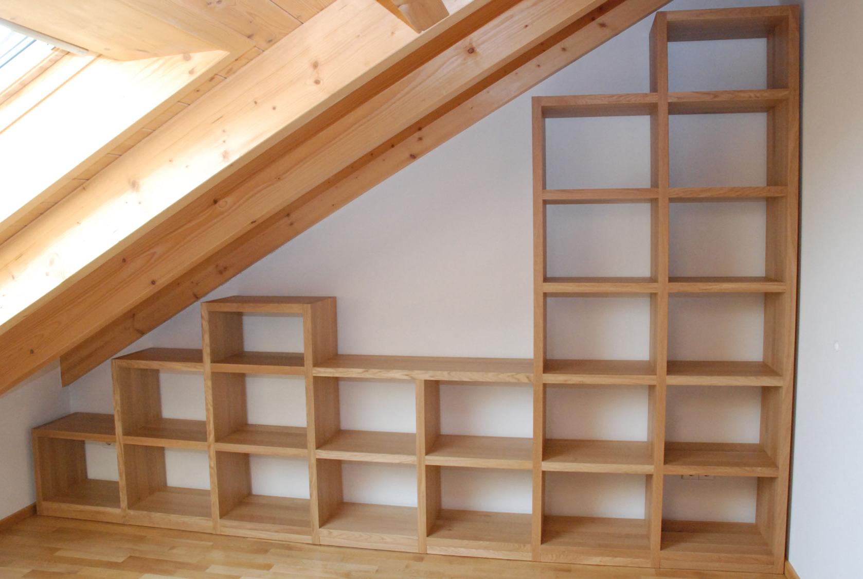 b cherregal raumbreit in dachschr ge in eiche massiv. Black Bedroom Furniture Sets. Home Design Ideas
