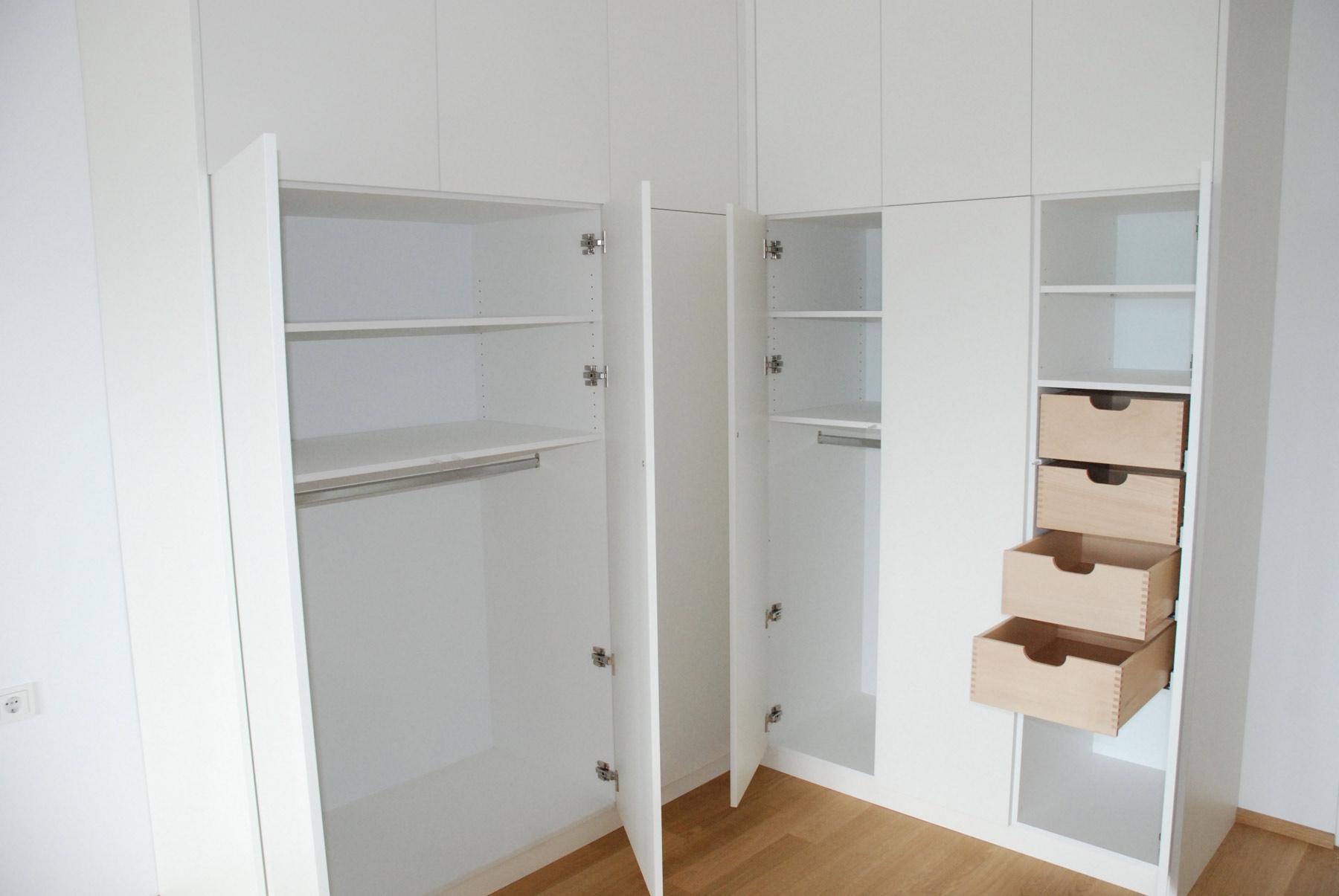 Schlafzimmer Eckschrank weiss lackiert ohne Griffe