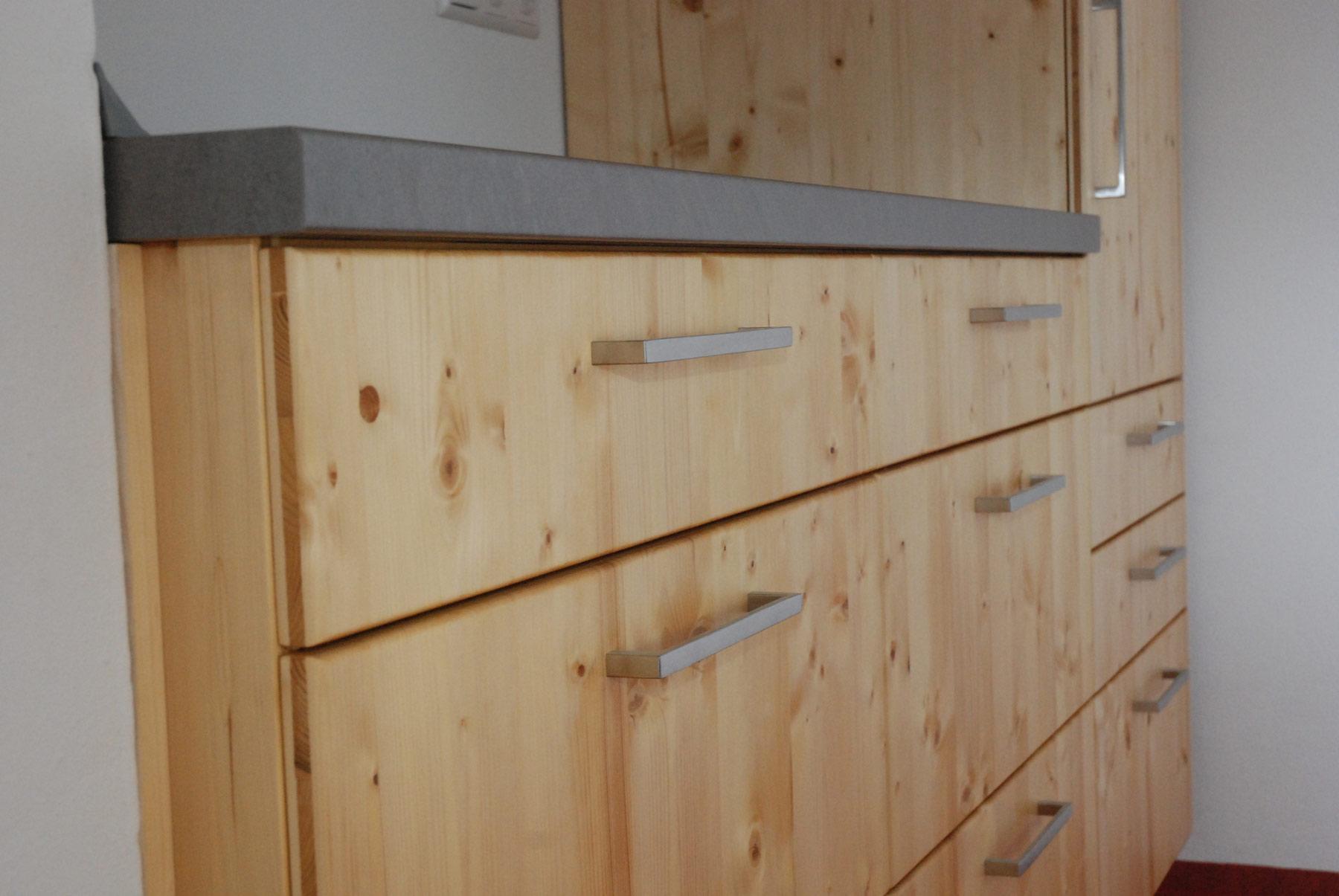 k che aus fichte 3 schichtplatte mit grauer resopalplatte. Black Bedroom Furniture Sets. Home Design Ideas
