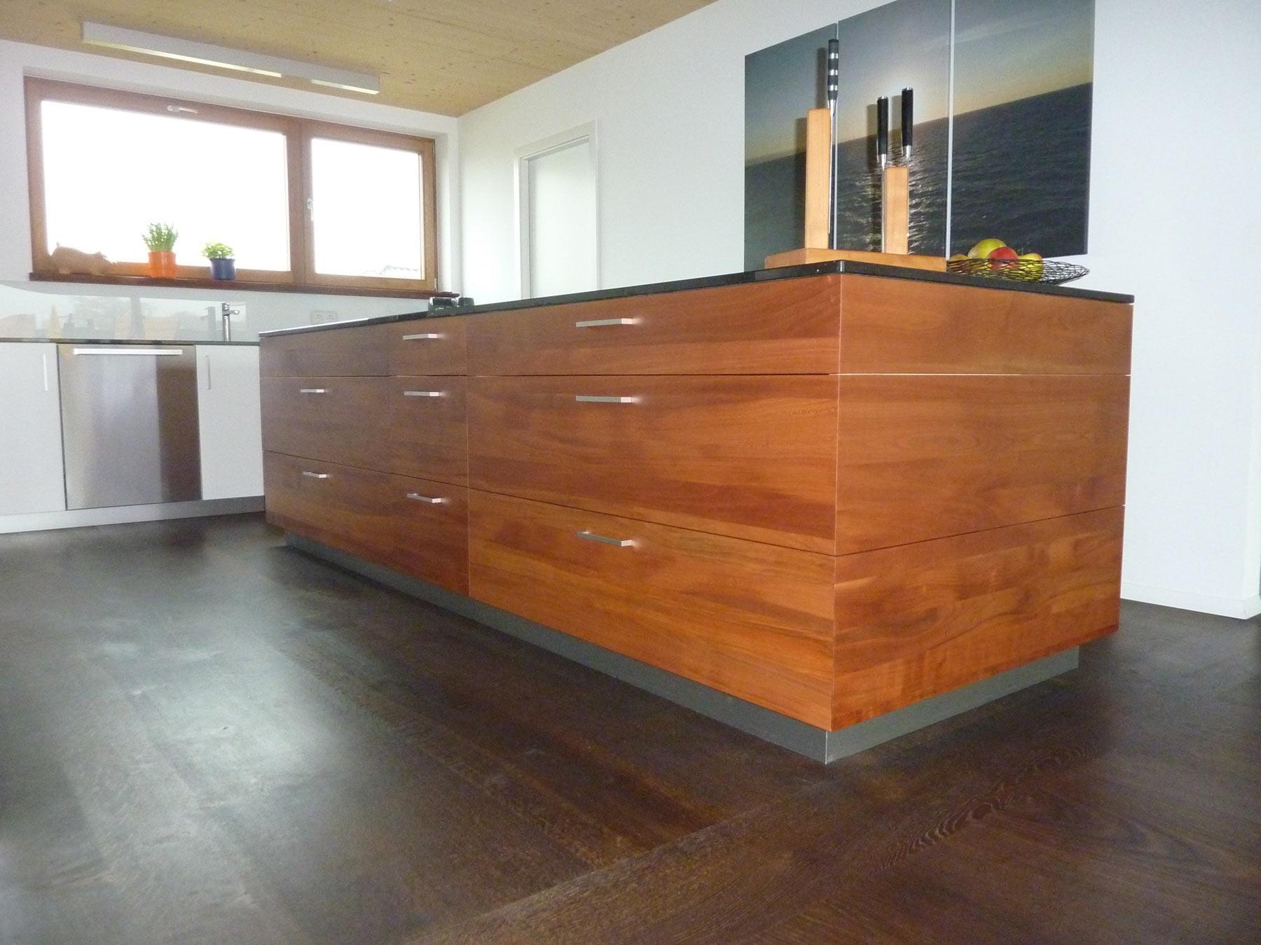 küche mit mittelblock in gedämpftem kirschbaum - Küche Mittelblock