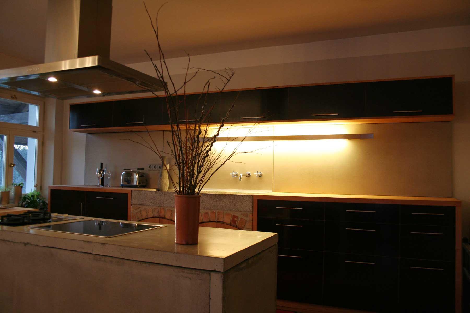 Moderne Kche Aus Beton Holz Kombination Mit Indirektem Licht