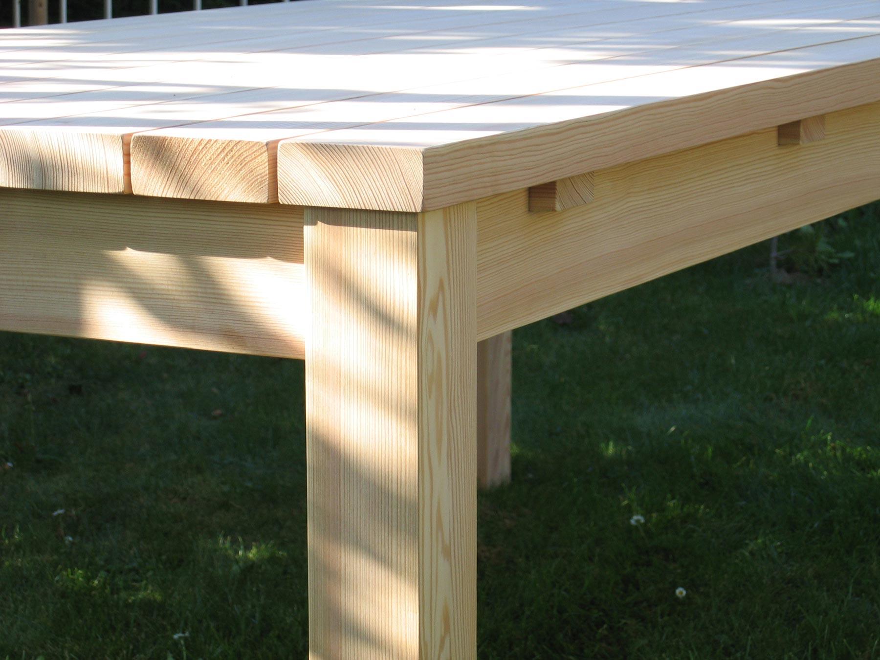 Gartentisch In Lärche Massivholz Tisch Für Den Garten In Massiver Lärche