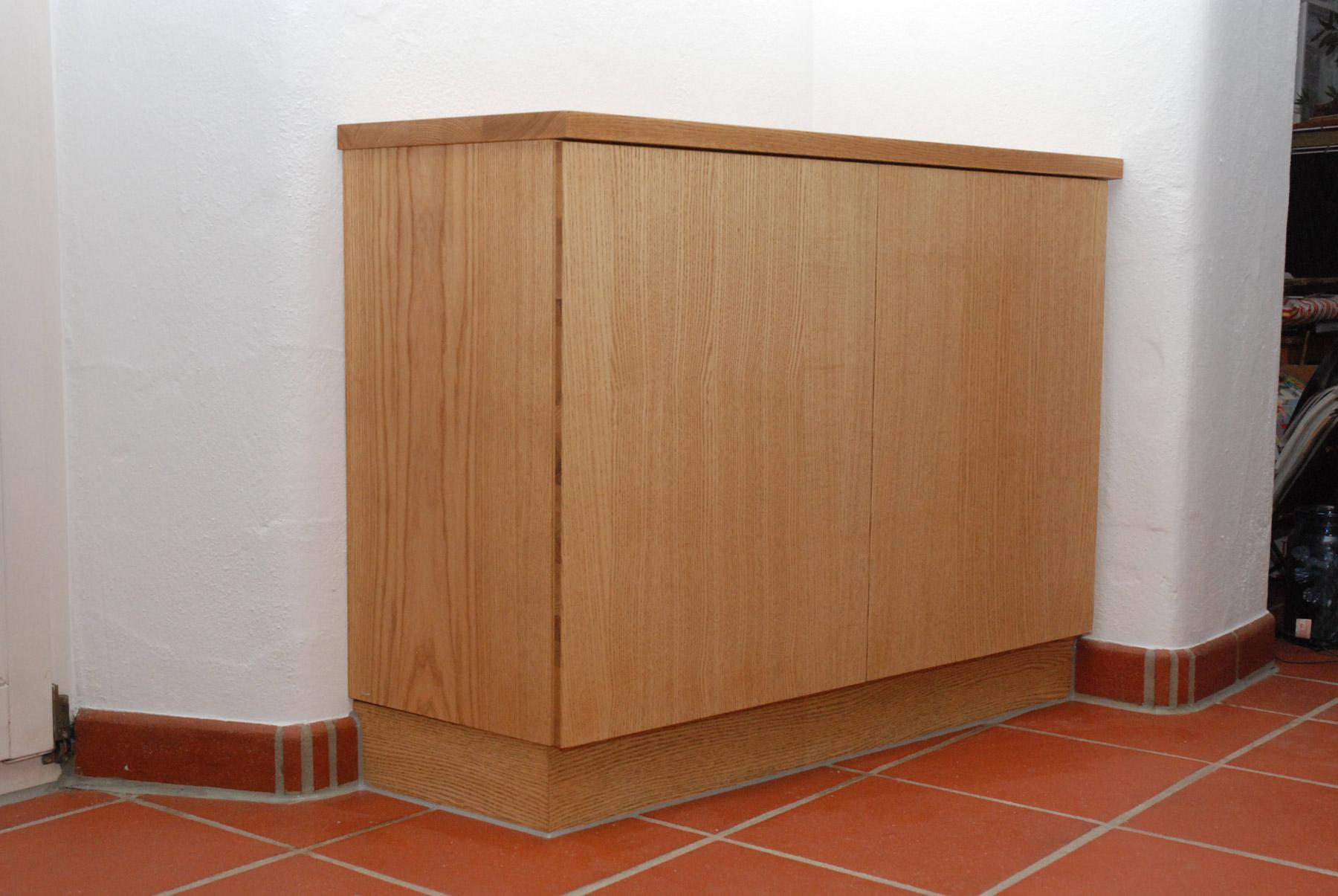 fernsehschrank steckdosen integriert aus esche. Black Bedroom Furniture Sets. Home Design Ideas